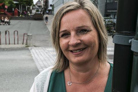 Varaordfører Linda Eide mener det er feil at de store avgiftsregningene kommer i mars og august, og vil ha dem spredt utover året. Foto: Øyvind Bratt