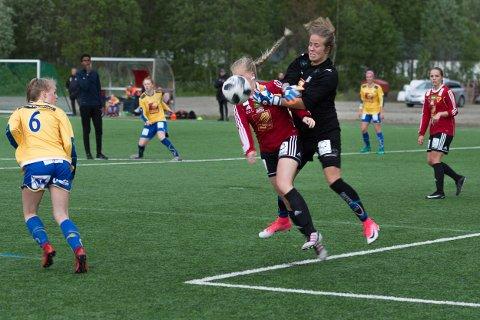 Vegg: Sandnessjøens keeper Ida Brinchmann Styve ble for mye for Bossmo & Ytterens damelag.