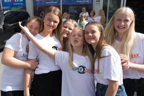 Fornøyde Selfors-jenter: Ingrid Aurora Nilsen, Nora Kallestad, Mille Fredrikke Kristensen, Maren Risvik, Lea Sofie Fjellheim og Rakel Salomonsen.