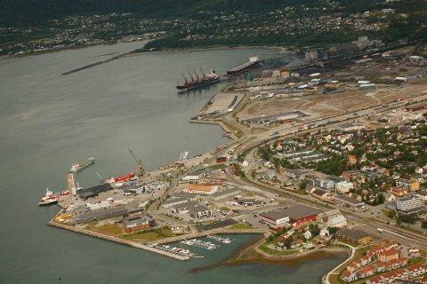 HAVN: Mo i Rana Havn utgjøres av flere ulike kaier. På bilde ser vi Toraneskaia og Rana Grubers kaianlegg.