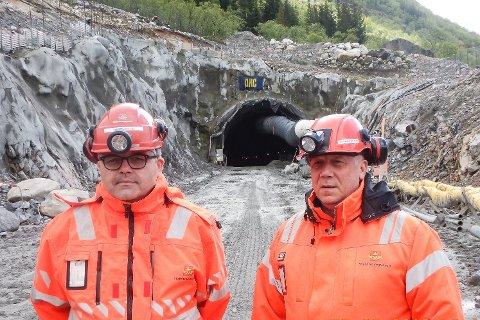 - Vi frykter at tunnelen og 5,5 km med ny vei ikke blir levert som avtalt 2. september 2019, men ennå er det mulig for entreprenøren å ta igjen forsinkelsen på nærmere fem måneder, sier byggeleder Thor-Ole Stensøy og prosjektleder Alf Harald Barosen i Statens vegvesen for veiprosjektet på Fv. 17 gjennom Liatinden.