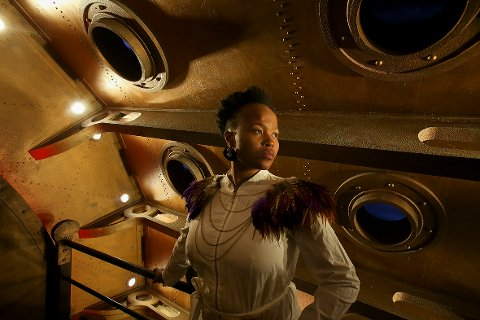 Multikunstner: Nosizwe er både sanger, skuespiller og aktivist.