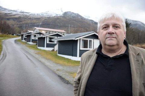Styreleder Helge Stiauren ved Aldersund Motell og Camping er oppgitt over at tunnelentreprenør PNC Norge ikke betaler for mat og forpleining i tide. I forrige uke hadde overnattingsstedet så mye utestående, at de stoppet serveringen til arbeidsfolkene. Stoppen tvang fram at halvparten av det PNC Norge skyldte ble betalt.