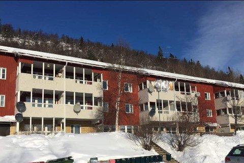 TÄRNABY: Borettslaget Rosgrend 7, slik det ser ut vinterstid. Når alle leilighetene er solgt, blir snømåking trolig satt vekk til et vaktmesterfirma.