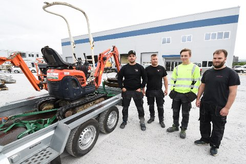 - Vi trives god i nye lokaler, sier denne gjengen fra Byggesystemer Helgeland. F.v. Nemanja Stevanovic, Terje Leirbekkhei, Eskil Sagli Haldorsen og daglig leder Lars-Marius Haldorsen.