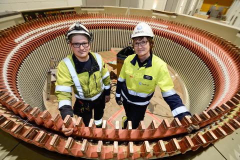 - Vi i Statkraft er stolte av hvordan vi har det nede i Rana kraftverk. Nå som kraftvrket er 50 år, inviterer vi folk på besøk for å se hvordan det er der, siier energimontør Espen Villhaug og kraftverkssjef Marianne Fineide.