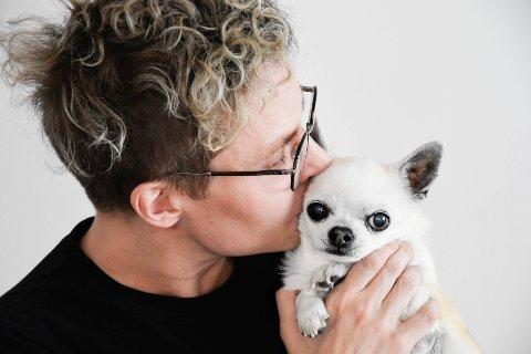 Tobias Järvinen og hunden Leif. Tobias Järvinen