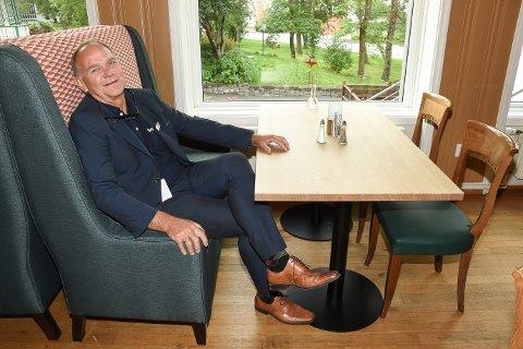 – Jeg tipper det blir rift om å få sitte i våre nye restaurantsofaer, som er kommet på plass som en del av oppgraderingen av restauranten, sier hotelldirektør Ove Bromseth ved Scandic Meyergården Hotell.