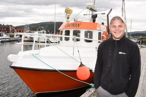 - Jeg skal nå leve ut min drøm som yrkesfisker ombord i Orion. Jeg ser fram til friheten livet på havet gir, sier Andreas Drage (21) fra Hemnesberget.