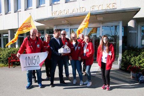 """Aksjonsgruppa for Trænaruta leverte forrige måned over 10.000 underskrifter for å bevare Trænaruta. De har ikke gitt opp ennå og liker ikke det nye forslaget med navnet """"Helgelandspendelen""""."""