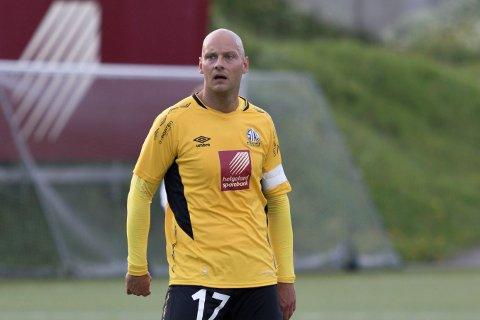 Stian Celius fikk to gule kort etter 20 minutter mot Harstad. Det ødela sjansene for et godt resultat for Stålkam.