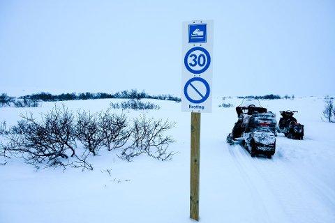 Fylkesmannen i Trøndelag finner bare å kunne oppfordre kommunen om å realitetsbehandle foreliggende klage fra Rana Turistforening, som klaget på vedtaket i Rana kommunestyre i mars om å åpne fem skuterløyper.