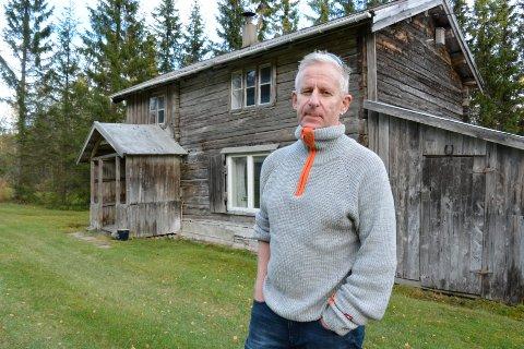 Frank Sandhei er fjerde generasjons eier av det gamle huset på Røssvoll. Nå har han bestemt seg for å selge.