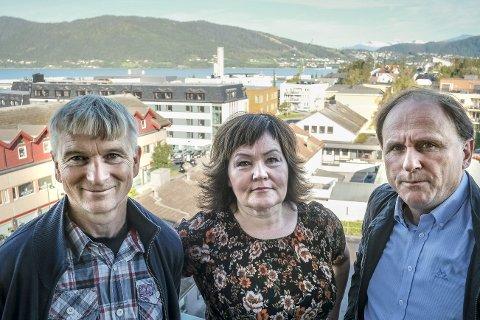 Positivt: Konstituert RU-direktør Anita Sollie og prosjektlederne Reidar Ryssdal og Knut Brinchmann mener Luftambulansetjenesten og Norsk Luftambulanse AS tegner et positivt bilde av innflygingsforholdene til Ranfjorden. Foto: Øyvind Bratt