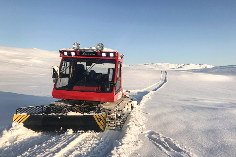 Nå åpner 10 mil med snøscooterløyper i delvis spektakulær fjellnatur for scooterfolket. Løypene er preparert av Hemnes snøscooterforening. Bildet er tatt i fjellområdene oppå Klubben mellom Leirskardalen og Brygfjelldalen.