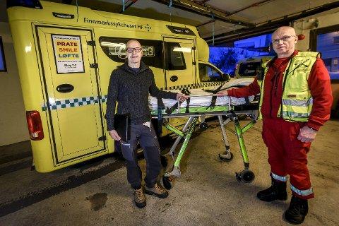 Hvert sekund teller: Når AMK-sentralen ved Kirkenes sykehus sender ut hastealarm, teller hvert sekund. Det er ikke minst overlege ved anestesiavdelinga i Finnmarkssykehuset, Torben Wisborg, og ambulansefagarbeider - kåret til årets ambulansesjåfør i 2018 - Dag Nedregjord, klare over.