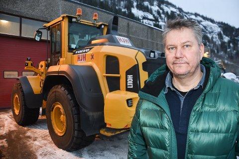 - Etter vi nå er godkjent som underleverandør av Statens vegvesen, regner jeg med at det blir oppstart på anleggsområdet til uka, sier daglig leder Hans Johnny Høgås i HJH Fjell og anleggsentreprenør AS.