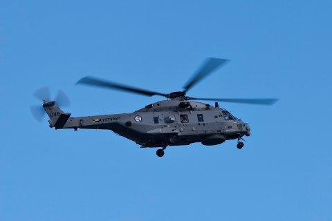 Et NH90 helikopter fra Kystvakten i lufta over Oslofjorden under flyoppvisningen som markerte at det norske luftforsvaret er 100 år. Foto: Paul Kleiven / NTB scanpix