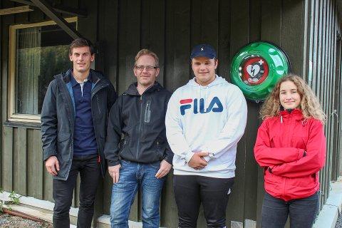 Representanter for Nesna skytterlag sammen med Rolf Einar Jensen. Hjertestarteren i bakgrunnen.