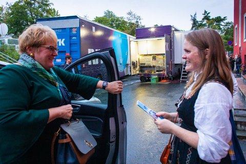 Jenny Myklebust, her fra et møte med Venstre-leder Trine Schei Grande, savner at regjeringspartiene stiller opp på utdanningskonferanse.