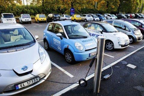 NAF mener det er avgjørende at det bygges ut langt flere og kraftigere ladere til elbiler og ladbare hybrider i årene som kommer.