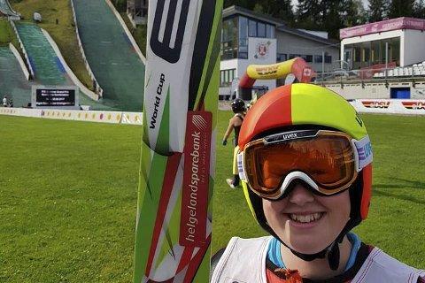 NYTT MÅL: Oda Leiråmo (16) har flyttet til Trøndelag for å gå på skole og satse på kombinert. B&Y-løperen  tviler på at hun er i posisjon til å bli uttatt til det historiske rennet på LIllehammer, men sier hun jobber med saken. Foto: Polarsirkelen Ski