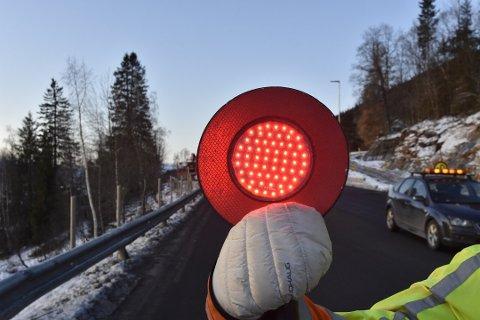 Det har vært både lysregulering og manuell dirigering på Alteren i lang tid på grunn av veiarbeidet. Foto: Viktor Leeds Høgseth