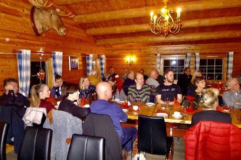 """Rana jeger- og fiskeforening avholdt lørdag sitt tradisjonelle julemøte. Det var da Sparebank1 Nord-Norges Lars Erik Zetterlund Nilsen og Tor Magne Aanonli valgte å reise seg og """"kuppe"""" møtet med de gode nyhetene."""