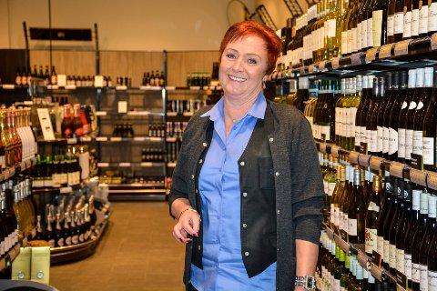 Rita Kråkstad ved Vinmonopolet tror mange ikke vet at de kan bytte drikkevarer.