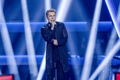Ranværingen Kristoffer Edvardsen bor nå i Oslo, og satser på en musikalsk karriere. Mandag 4. februar prøver han seg i The Voice på TV2.
