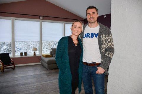 Frank Forsland og Anette Halland mener markedsprisen blir satt automatisk etter hva folk er villig til å betale, men de anbefaler husselgere å sette seg et minimumsbeløp før man legger boligen ut på markedet.
