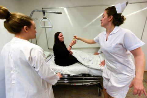 Sykepleierutdanninga ved Campus Helgeland tar fra høsten 2021 opp studenter til desentralisert, deltidsstudium i sykepleie. Illustrasjonsbildet er fra da studentene på Campus Helgeland hadde alternativ historieundervisning med Vandrespill.