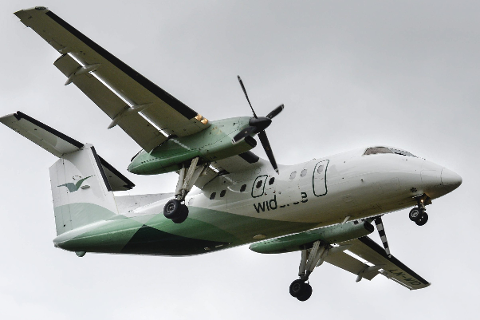De to smitta ranværingene reiste til Mo i Rana med fly, men ingen andre passasjerer blir av FHI definert som nærkontakter.