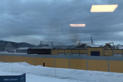 En Rana Blad-tipser har sendt dette bildet av brannen på Østbø.