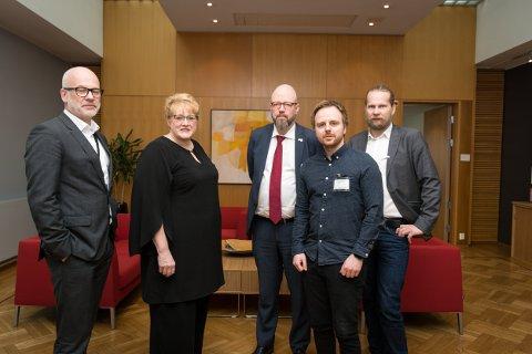Thor Gjermund Eriksen, Trine Skei Grande, Aslak Sira Myhre, Geir Waage og Mats Hansen forstår at de ansatte på lisenskontoret kan få det tøft framover.