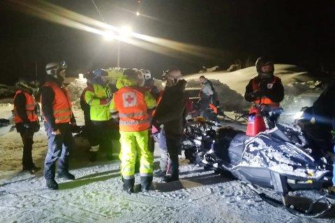 Mannskaper fra Rana Røde Kors Hjelpekorps gjennomførte en vellykket redningsaksjon og hentet to skiløpere ned fra Krabbfjellet.
