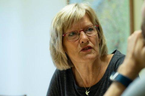 Hemnes SV håper på stort frammøte når de inviterer til folkemøte med oppvekstvilkår som tema, og stortingsrepresentant Karin Andersen (SV) som innleder.