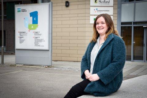 Martine Mikkelsen (26) kommer opprinnelig fra Båsmoen og har nå flyttet hjem etter åtte år i Trondheim, for å bli studentvert i hjembyen.