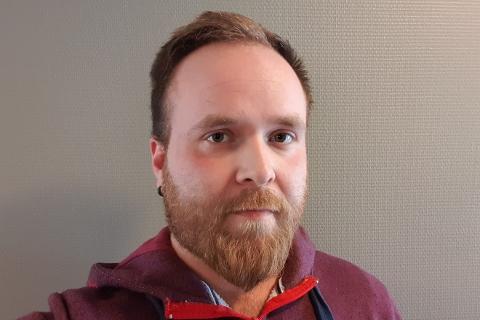 Petter Martinus Yksnøy (26) ble rekruttert som ordførerkandidat via Facebook for Venstre i Hemnes.