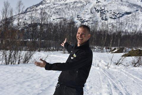 Ludvig (Ludde) Öberg på området der campingplassen skal bygges. I mai starter den store jobben og Ludde både gruer og gleder seg