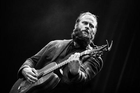Visekunstner: Stein Torleif Bjella med band skal trollbinde publikum på låven på Kroglia i juni.