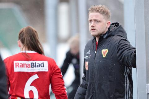 Trener for Bossmo & Ytteren IL, Øyvind Breivik, må konstatere at de har et stykke opp til Innstranda som har vært suverene i 2. divisjon de siste årene. Det ble 6-2 da lagene møttes i cupen onsdag.