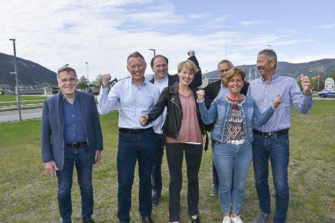 Håvard Skaldebø, Henrik Johansen, Reidar Ryssdal, Aino Olaisen, Arne Ørnes og Lisbeth Flågeng er glade for at tilbudskonkurransen for ny flyplass nå er ute i markedet. De sier at det, i løpet av året, vil bli aktivitet på den nye flyplassen.