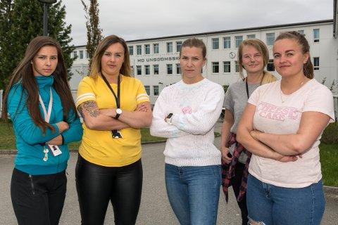 FORTVILER: Studentene (f.v.) Gina Brendmo Kolstad (24), Frida Sabine Bogen (24), Ine Marie Ravn (23), Marte Nymo (23) og Victoria Schreiner (26) vet ikke hva som skjer de neste ukene når eksamen kommer.