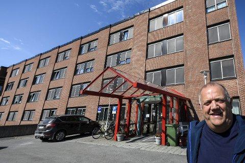 Kommunestyrepolitiker i Alstahaug, Knut Nilsen fra By og Land - tverrpolitisk liste, tok til orde for ikke å bruke penger på frikjøp av administrative ressurser for å følge sykehusprosessen 2025 inn i konseptfasen. Det fant han lite støtte for i kommunestyret i Alstahaug.