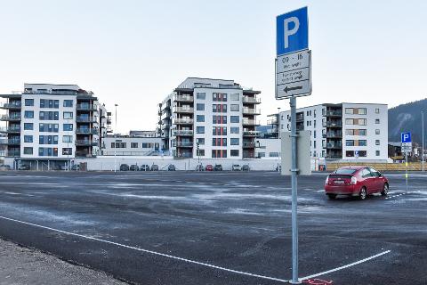 Kommunens parkeringsplass ved Clas Ohlson skal få ti plasser forbehold bobiler.