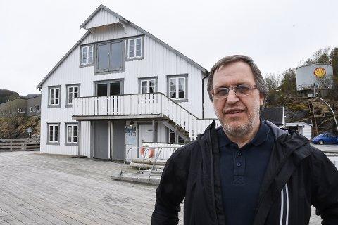 Magnus Johansen (60) tok over driften av Oscarbrygga 1. mai. Han la inn bud og kjøpte turist- og serveringstedet usett. - Jeg gleder meg til å videreutvikle dette fantastiske stedet, sier han.