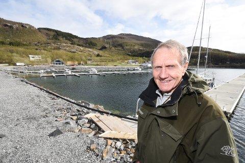 - Båthavna her i Kvina har i dag plass til 90 båter. Det er ei stort løft for bygda at den ble etablert. Nå skal det anlegges bobilparkering ved molokanten, sier leder Jostein Solvang i Havnekomiteen til Kvina Båtforening.