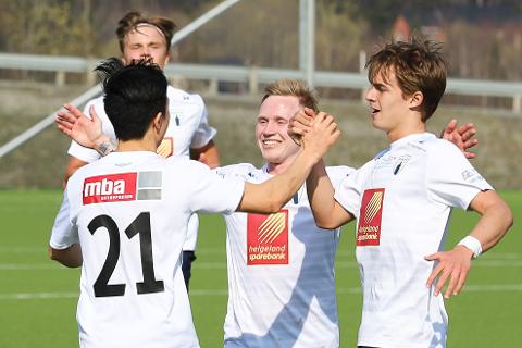 Niklas Bakksjø (i midten) ble skadet tidlig sommeren 2019 og har ikke spilt kamp på over to år. Nå er han lettet over at de kan trene normalt igjen.