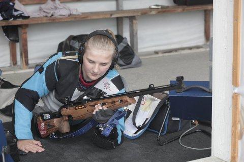 Uflaks: Tina Mari Husnes Larsen fikk 340 poeng etter at hun skjøt en fulltreffer i feil skive. Foto: Stian Forland